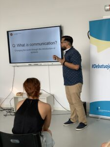 """Andrew C. Jones pranešimas: """"The times, they are a changin: Listening  in an age of Computer Mediated Communication"""""""